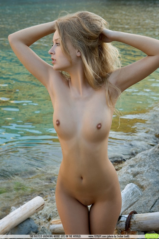 photos nude females stranded